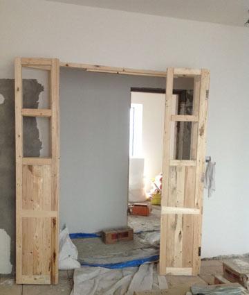 旧木头做好的门,期间木工蒋